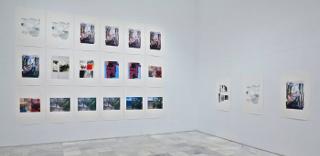 Vista de sala de la exposición Azucena Vieites Tableau vivant, 2013. Museo Reina Sofía