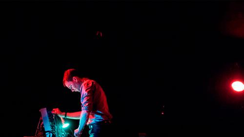 Thomas Ankersmit en concierto en Sonic Acts. Ámsterdam, 2019. Fotografía: Quentin-Chevrier