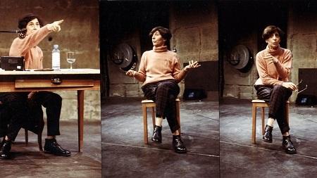 Esther Ferrer, El arte de la performance: teoría y práctica (1) y (2), Bone - Festival für Aktionskunst, Schlachthaus Theater, Berna, 1998. Foto: David Aebi. © Esther Ferrer, VEGAP, Madrid, 2017