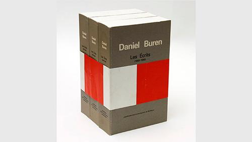 Daniel Buren, Les Écrits (1965-1990), Burdeos: CAPC musée d'art contemporain, 1991. Museo Nacional Centro de Arte Reina Sofía. Foto: Centre for Artists' Publications, Weserburg, Bremen. © DB – VEGAP, Madrid, 2016