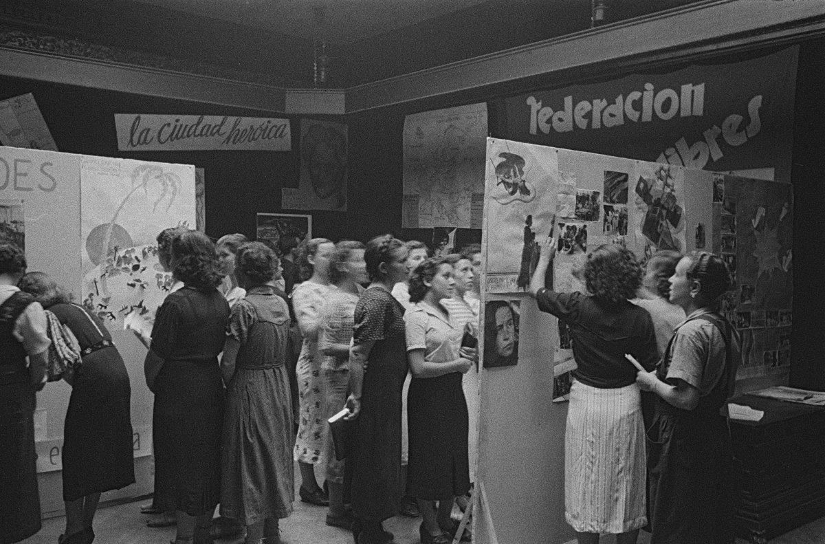 Carlos Pérez de Rozas, Que el pasado se hunda en la nada. Exposición de Mujeres Libres, 10 de agosto de 1938. Arxiu Fotográfic de Barcelona