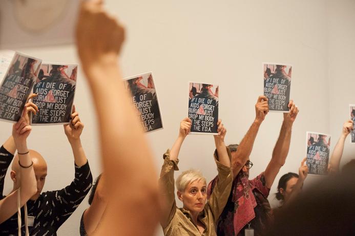 Propuesta de Mediación performativa por la exposición David Wojnarowicz. La historia me quita el sueño, organizada por el artista Diego del Pozo, 2019