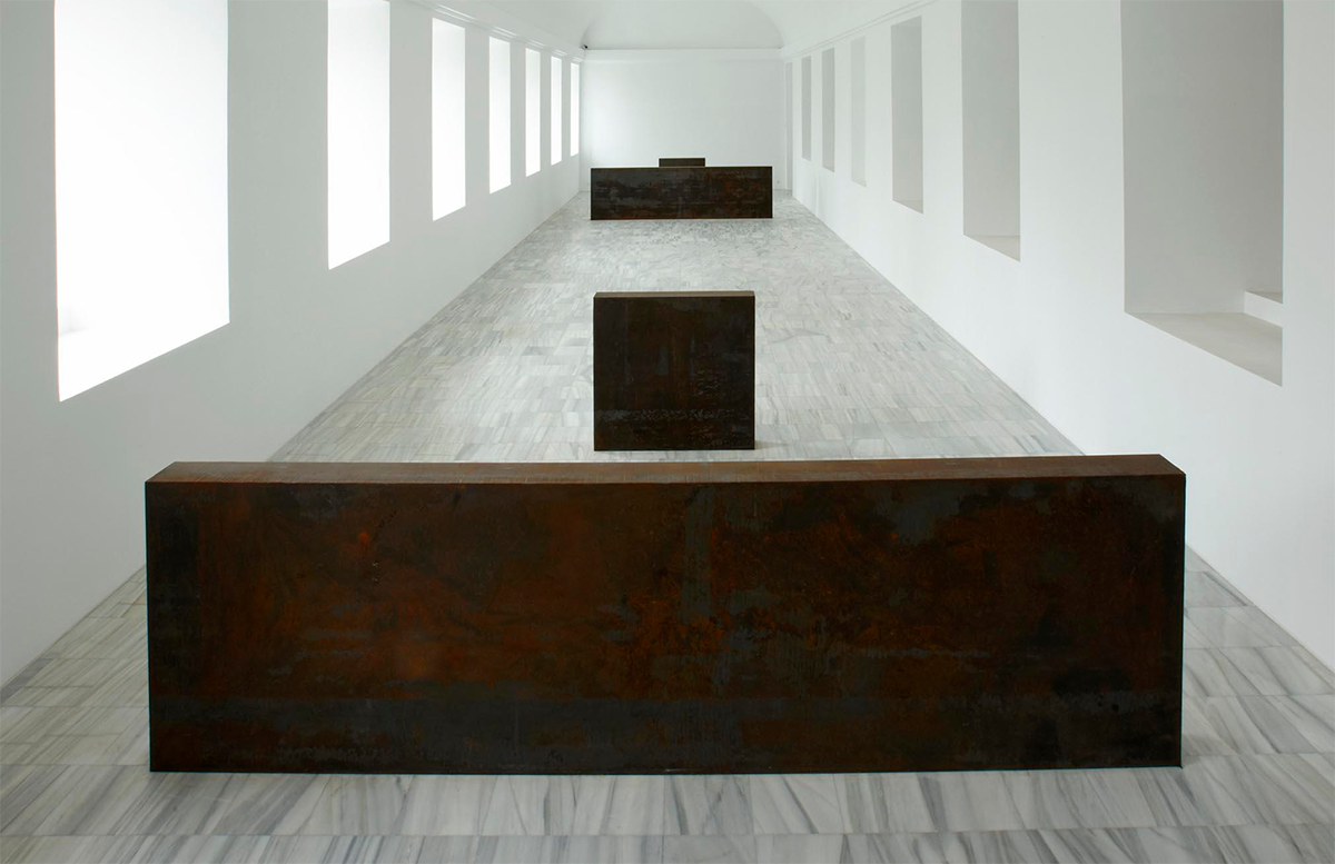 Richard Serra, Equal-Parallel: Guernica-Bengasi [Igual-paralelo: Guernica-Bengasi], 1986. Museo Nacional Centro de Arte Reina Sofía. © Richard Serra, VEGAP, Madrid, 2021