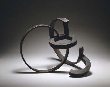 Jorge Oteiza. De la serie de la desocupación de la esfera, 1957. Forja y soldadura, 39 x 50,5 x 49,5 cm