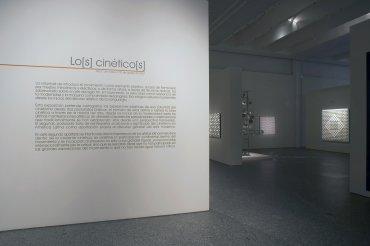 Imagen de la entrada a la exposición Lo[s] Cinético[s]. Museo Reina Sofía, 2007