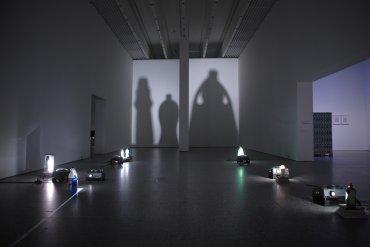 Vista de sala de la exposición Eulalia Valldosera. Dependencias