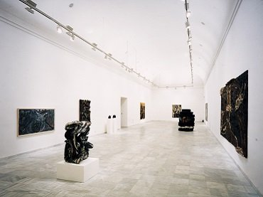 Vista de sala de la exposición. Colección Sonnabend. 25 años de selección y de actividad, 1987