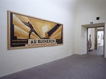 Exhibition view. El espectáculo está en la calle. El cartel moderno francés: Colin, Carlu, Loupot, Cassandre, 2001
