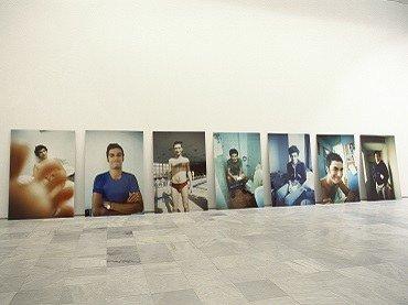 "Vista de sala de la exposición. Jana Leo. ""A"", 1999"