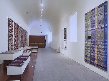 Exhibition view. Tejidos marroquíes. Teresa Lanceta, 1999