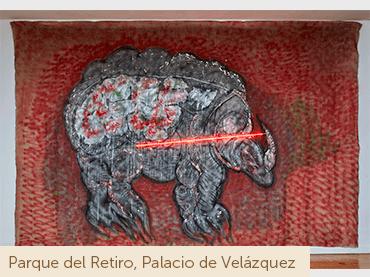 Mario Merz. Rinoceronte, 1979. Técnica mixta sobre tela y neón, 291 x 435 cm. Colección particular, Madrid. © Mario Merz by SIAE, VEGAP, Madrid, 2019