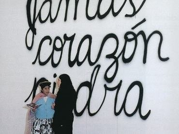 Exhibition view. Mujeres Creando. Ten cuidado con el presente que construyes, debe parecerse al futuro que sueñas, 2000