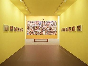 Vista de sala de la exposición. Martin Parr. Fotografías 1971-2000, 2003