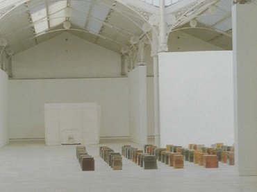Vista de sala de la exposición. Rachel Whiteread. One Hundred Spaces, 1997