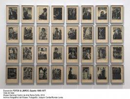 Vista de sala/gallery view de la exposición Fotos y libros. España 1905-1977 (imagen 1)