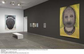 Elly Strik. Fantasmas, novias y otros compañeros, vista de sala / gallery view (imagen 2)