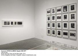 Vista de sala/gallery view de la exposición Fotos y libros. España 1905-1977 (imagen 2)