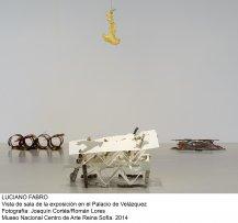 Vista de sala de la exposición de Luciano Fabro