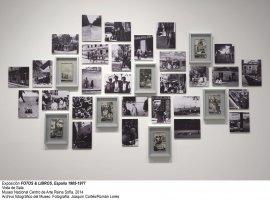 Vista de sala/gallery view de la exposición Fotos y libros. España 1905-1977 (imagen 5)