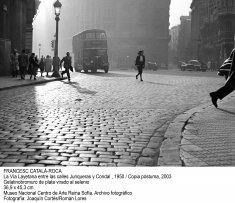 Francesc Català-Roca. La Vía Layetana entre las calles Junqueras y Condal, 1950 / copia póstuma, 2003