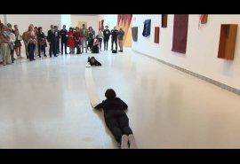 Pieza locutada de la exposición de Franz Erhard Walther Un lugar para el cuerpo (