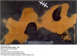 Antoni Tàpies. Gran barniz sobre madera, 1982