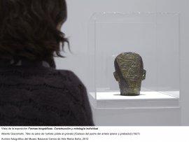 Formas biográficas, vista de sala / gallery view (imagen 10)-Alberto Giacometti, Tête du père de l'artiste (plate et gravée), 1927