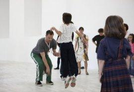 Los domingos, recorrido por la colección a través de la danza