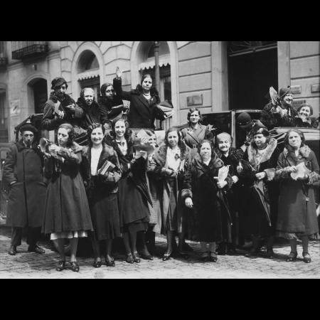 Alfonso Sánchez Portela, Sufragistas en la calle de Alcalá, 1932