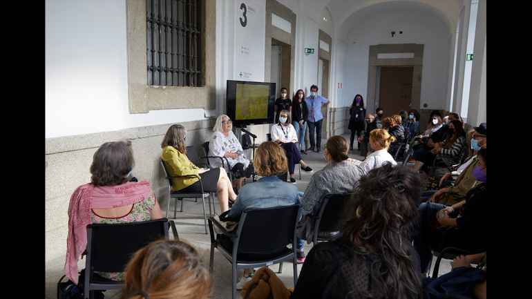 Tour of the exhibition Charlotte Johannesson. Take Me to Another World, Museo Reina Sofía, 2021. From left to right: Mabel Tapia, Charlotte Johannesson and Patricia Molins
