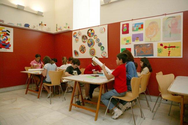Construyendo un palo de lluvia. Museo Reina Sofía, 2004.