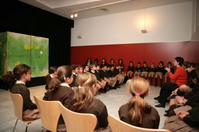 Antes de asistir a la representación sobre el color. Museo Reina Sofía, 2007.
