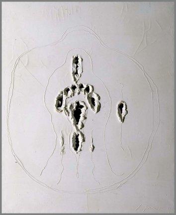 Lucio Fontana. Concetto spaziale (Concepto espacial), 1968. Óleo, grafito y desgarros sobre lienzo, 100 x 81 cm