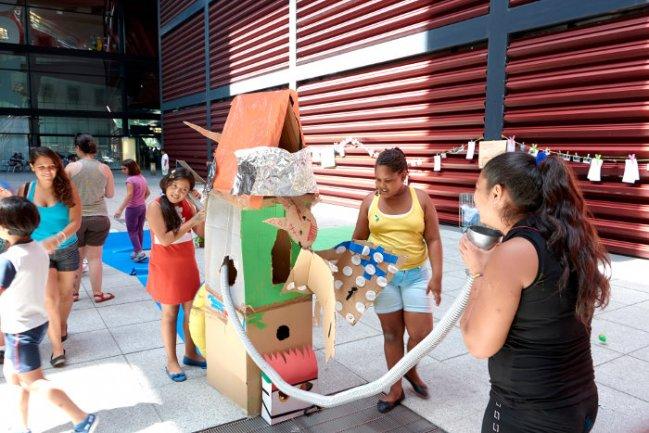 Montaje final del Playground diseñado por los participantes en la Plaza Nouvel