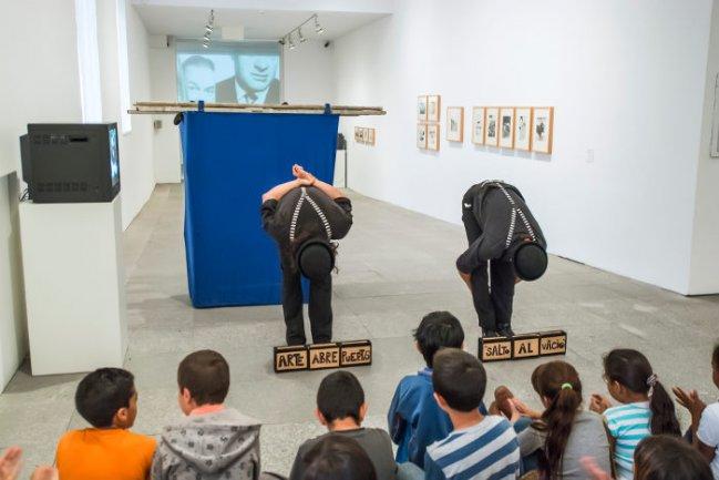 Dalí Bergamaschi y Jorge Jorge García, artistas circenses, en diferentes momentos de Salto al vacío