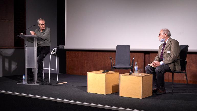 Jesús Moreno y José Emilio Burucúa durante la actividad en el Museo Reina Sofía, 2021