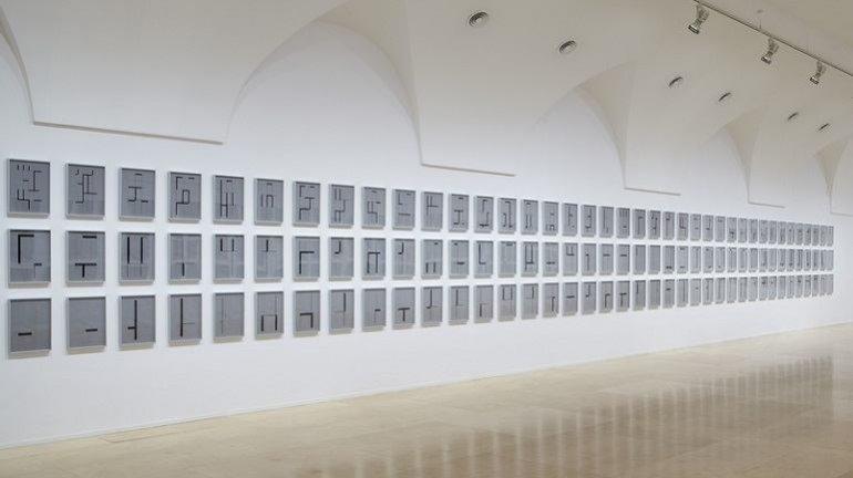 Vista de sala de la exposición de Elena Asins