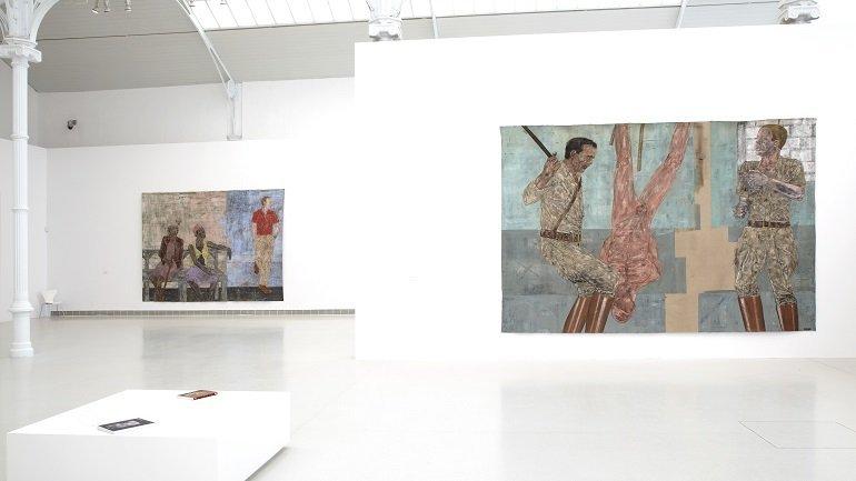Vista de sala de la exposición Leon Golub