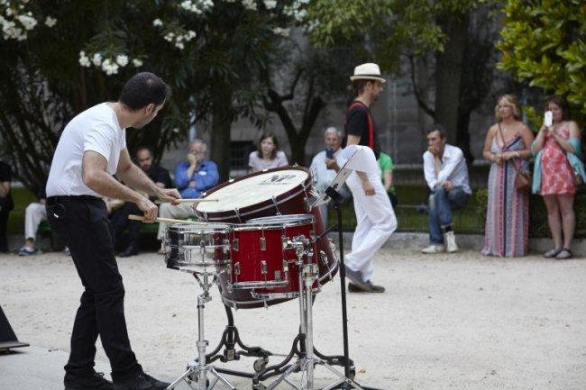 Alberto Bernal (con Neopercusión). Mobile. Obra para percusión y caminante