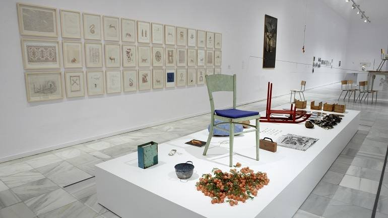 Vista de sala de la exposición Paul Thek, 2009
