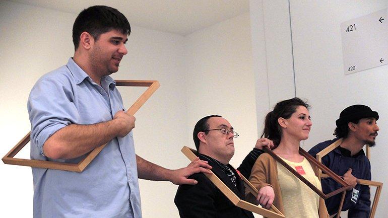 Participantes actuando en las diversas propuestas circenses