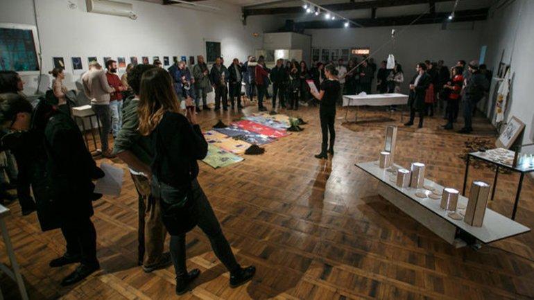 Vista de la exposición Edge Effects, KC Grad de Belgrado (Serbia), 2017. Fotografía: Dusica Stojanovic