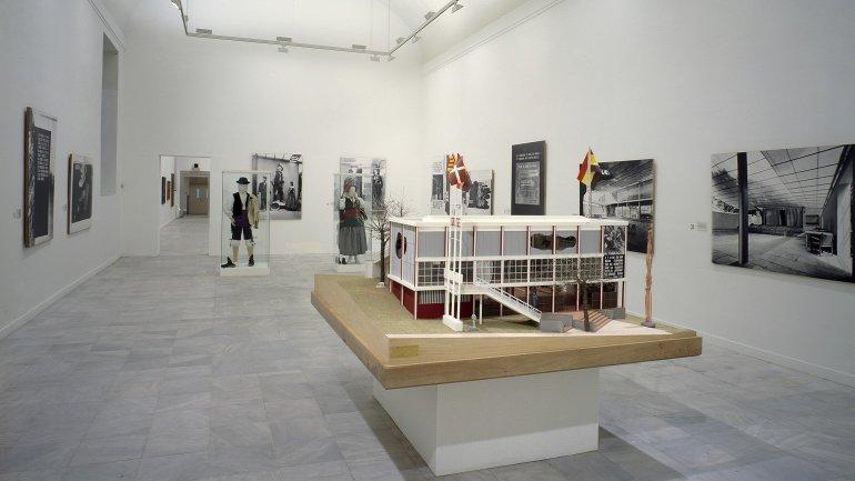 Exhibition view. Pabellón Español. Exposición Internacional de París 1937, 1987