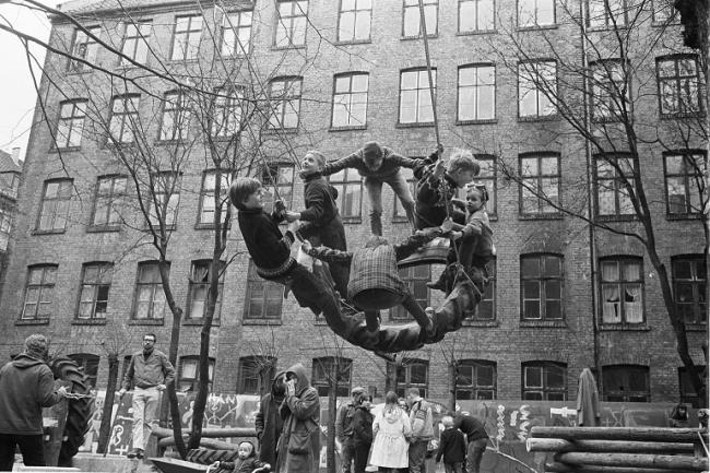 Palle Nielsen, A group of activists from different organisations in Denmark cleared a backyard in Stengade 52 in the area Nørrebro in Copenhagen the 31 of March 1968 and build a playground for the children instead. This was done to create attention of the lack of playgrounds as well as an overall redevelopment of the area. © VEGAP, Madrid, 2014 © PETERSEN ERIK / Polfoto