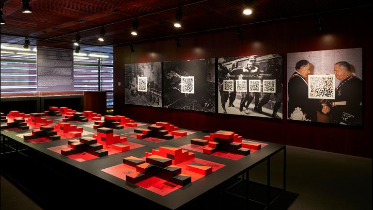 Vista de la exposición Tiempos incompletos. Chile, primer laboratorio neoliberal. Museo Nacional Centro de Arte Reina Sofía, 2019