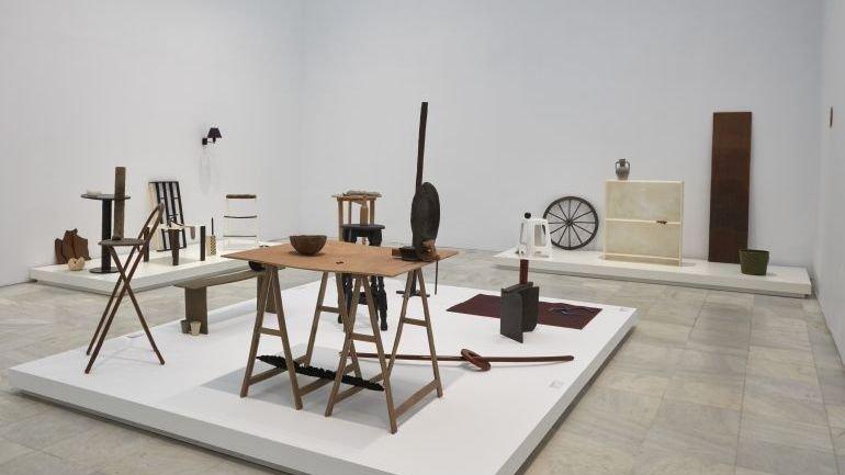 Vista de sala de la exposición ROSI AMOR de David Bestué