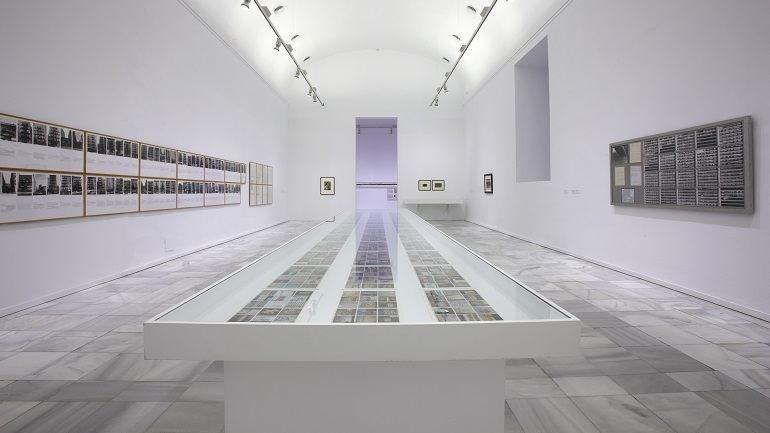 Vista de sala de la exposición. ATLAS ¿Cómo llevar el mundo a cuestas?, 2010