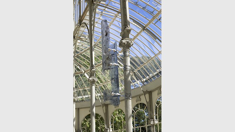 Vista de la exposición Nairy Baghramian. Breathing Spell (Un respiro), Palacio de Cristal
