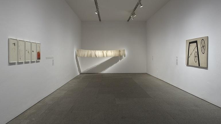 Exhibition view. León Ferrari y Mira Schendel: The Frenzied Alphabet, 2009