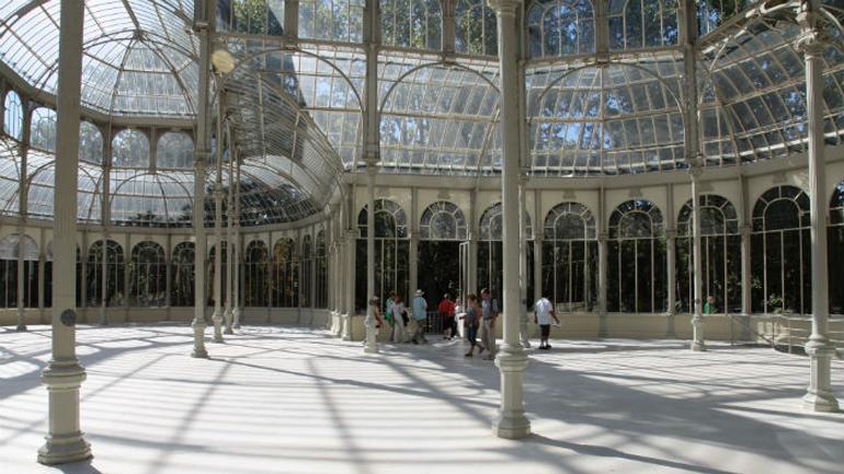 Roman Ondák.Scene, Palacio de Cristal, 2013